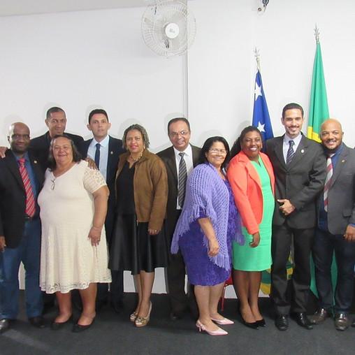 Vereadores posam para foto após eleição da mesa diretora para o exercício 2019
