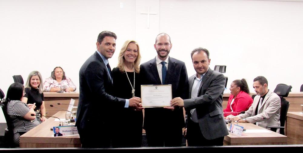 Câmara Municipal de Valparaíso homenageia a Marco Túlio por seus serviços prestados à cidade