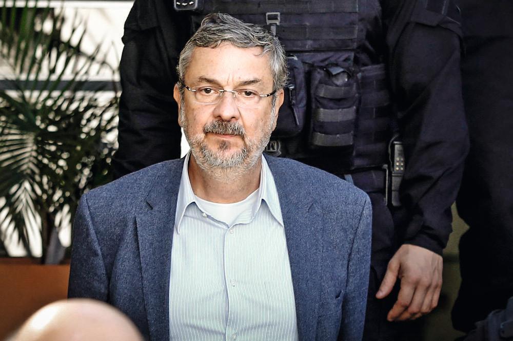 """Palocci insinua que Lula é uma """"divindade as vessas"""" e pede desfiliação do PT"""
