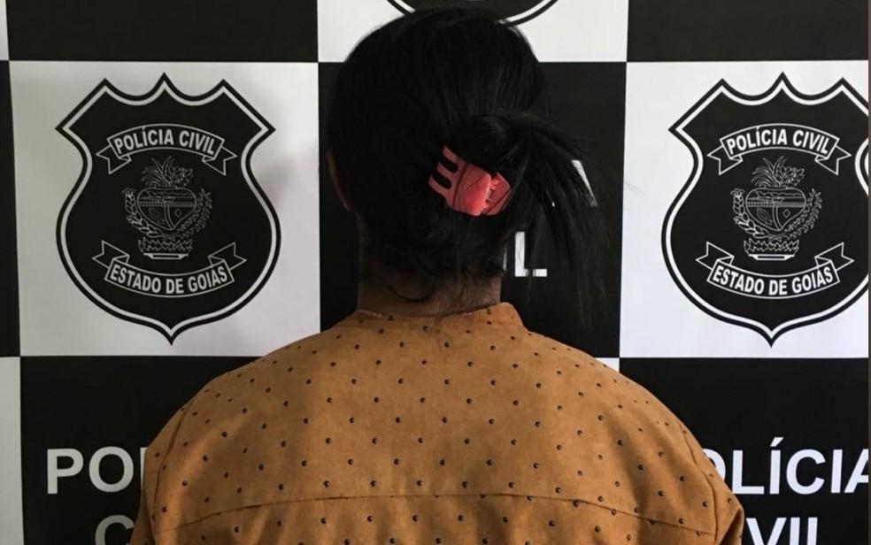 Mulher é presa em Goiás, acusada de estuprar, torturar e manter um adolescente de 16 anos em cárcere privado
