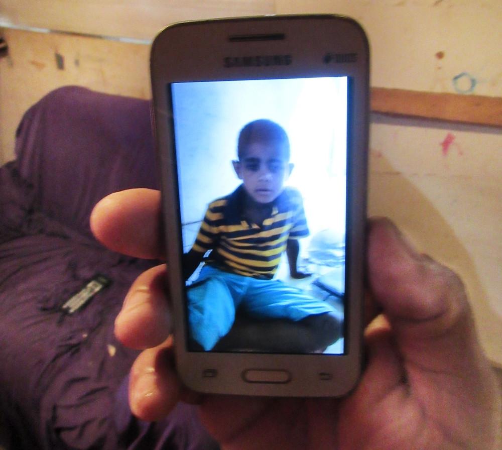 Criança de 8 anos morre afogada em Valparaíso e tragédia acaba chamando a atenção para outro drama da família