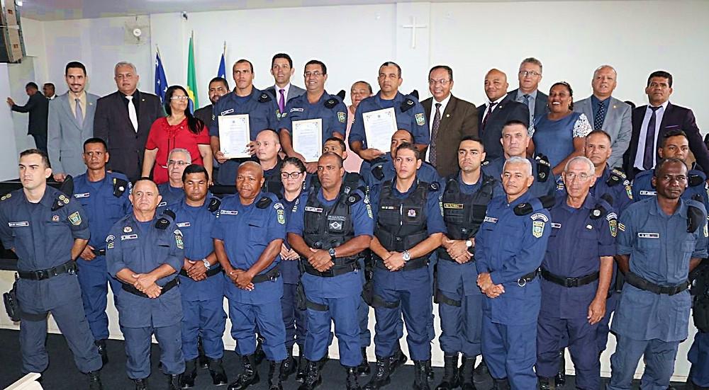 Câmara Municipal de Valparaíso homenageia Guardas Municipais que fizeram parto de emergência salvaram criança de acidente