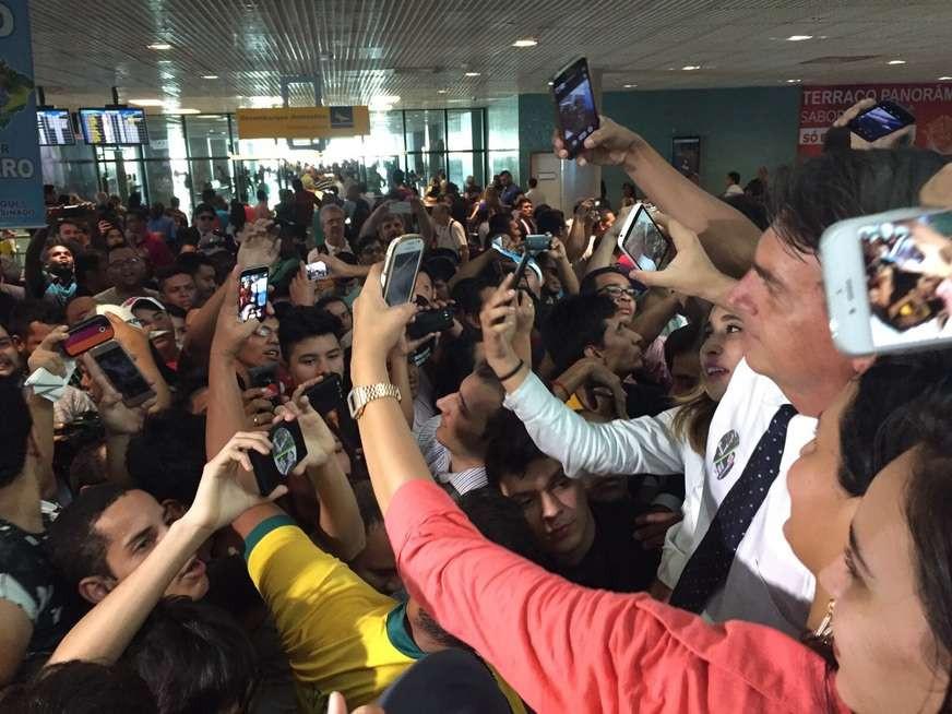 """Bolsonaro pretende dar """"carta Branca"""" para policiais matarem em serviço"""
