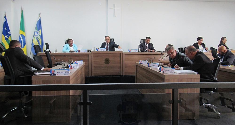 Câmara Municipal de Valparaíso realiza 1ª sessão parlamentar após o recesso, com a presença de alunos da rede municipal de ensino e da deputada Leda Borges