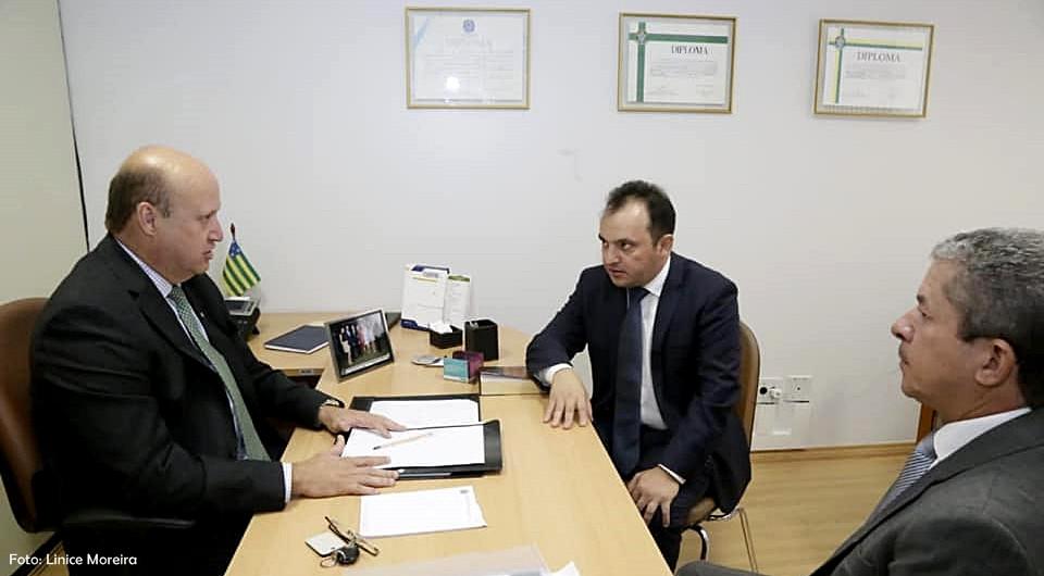 Prefeito Pábio Mossoró e Deputado Célio Silveira confirmam emenda de R$ 5 milhões para recuperação asfáltica em Valparaíso