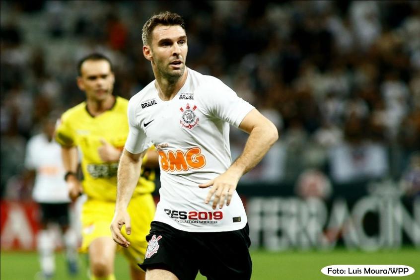 Corinthians finaliza 24 vezes a gol em vitória magra diante do Oeste na Arena. Boselli se destaca