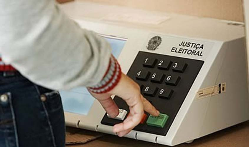 Eleitores de candidatos derrotados no primeiro turno devem votar com independência no segundo, aponta Datafolha