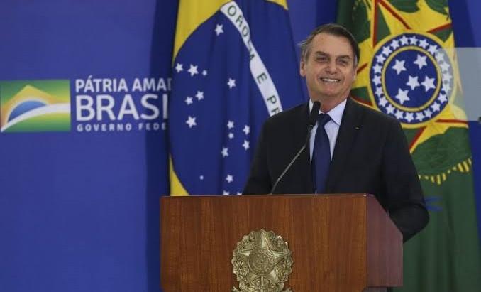 Bolsonaro assina MP que cria 13º do Bolsa Família