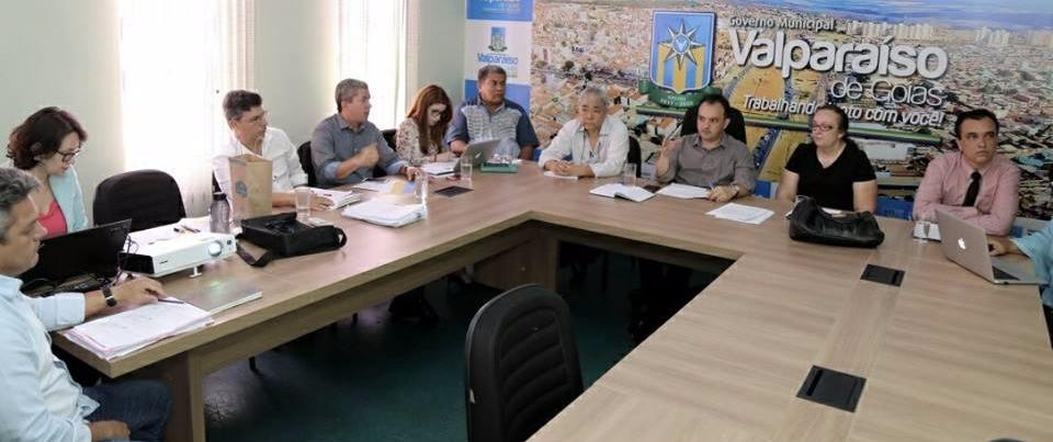 Prefeito e membros do governo de Valparaíso se reúnem com representante da Caixa Econômica para discutir projetos