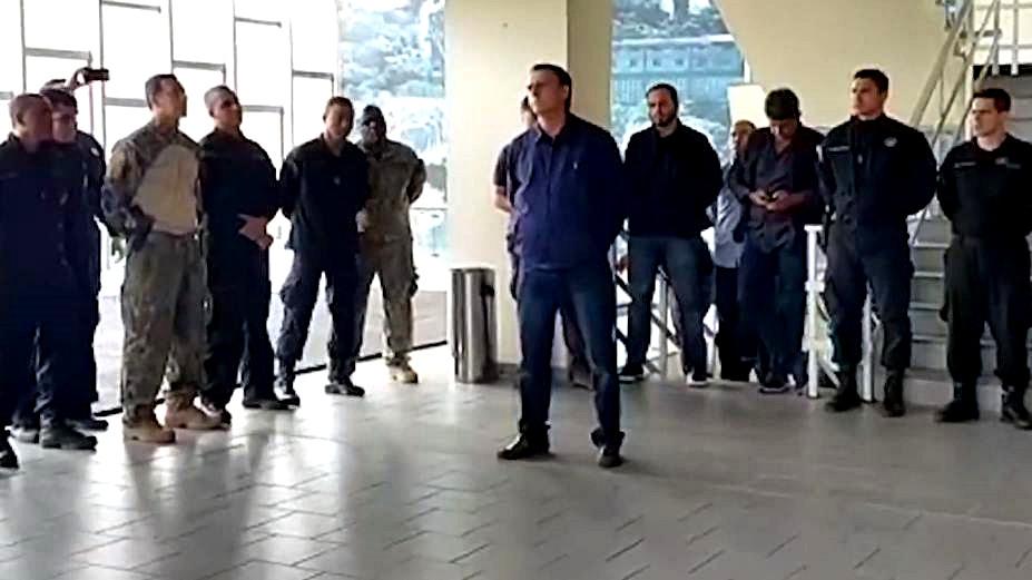 Bolsonaro visita o BOPE no Rio e diz que todos devem acreditar e tentar mudar o país