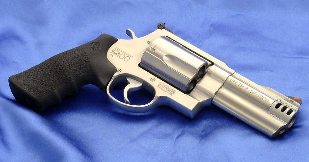 Bolsonaro assina o decreto que flexibiliza a posse de armas