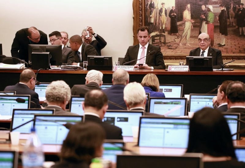 CCJ aprova parecer a favor de Temer