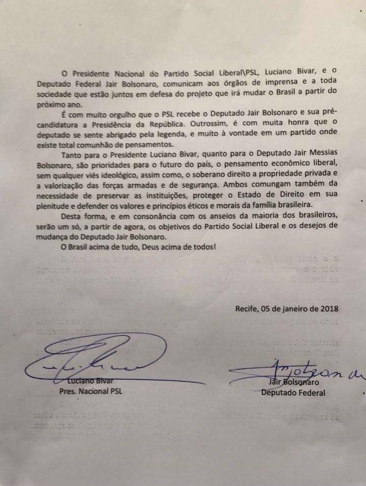 Bolsonaro assina compromisso com o PSL e presidente do PATRIOTA critica