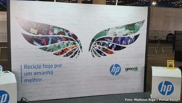 HP chega a 8,2 milhões de produtos feitos com plástico reciclado e ONG de Valparaíso faz parte desse resultado