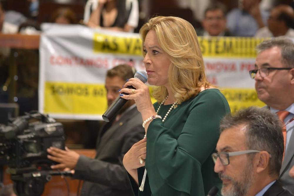 Leda Borges assume segundo mandato de Deputada Estadual em dia de grande derrota para Caiado