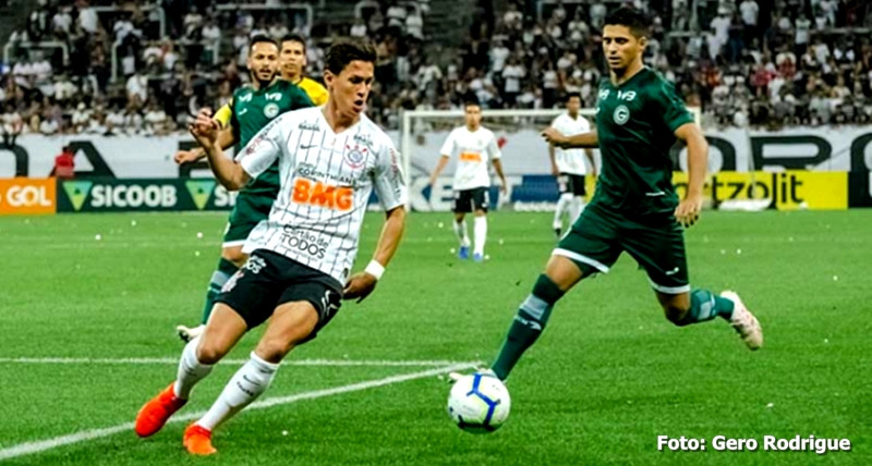 Em jogo atrasado, Corinthians vence o Goiás por 2 a 0