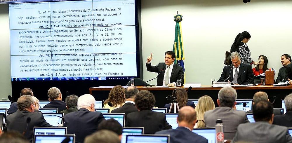 Texto base de nova previdência é aprovada na Comissão Especial
