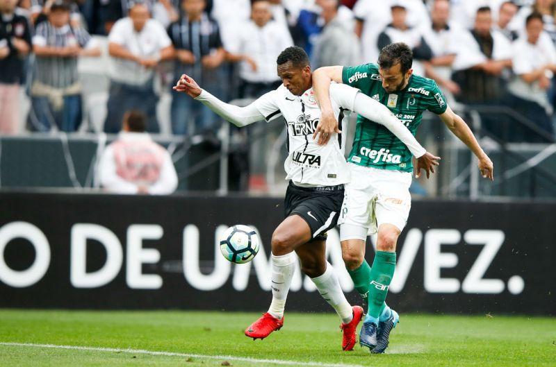 Em jogo meio eletrizante e meio travado, Corinthians vence o Palmeiras