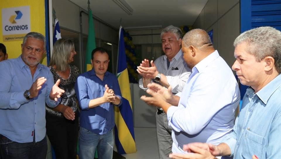 Prefeito Pábio Mossoró reinaugura agência dos correios no Bairro Céu Azul