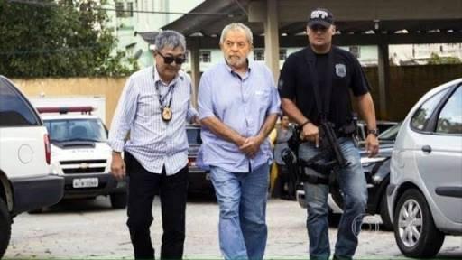 Lula_escoltado_pela_polícia