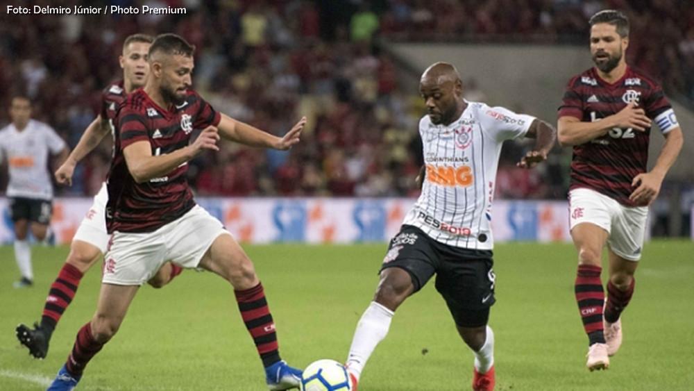 Corinthians joga melhor, mas Flamengo vence e avança na Copa do Brasil