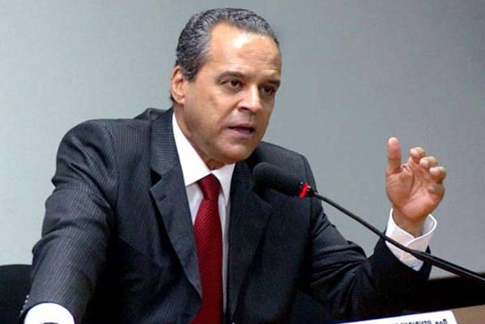 Ex-ministro diz não saber de quem é os mais de R$ 2,5 milhões depositados em sua conta