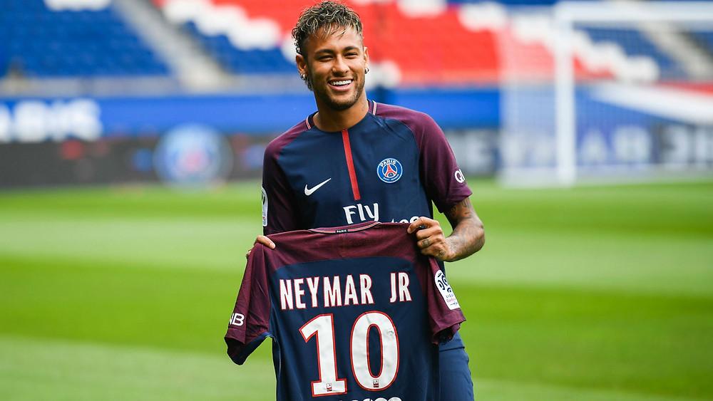 Neymar acerta com o PSG e se torna o jogador de futebol mais caro do mundo