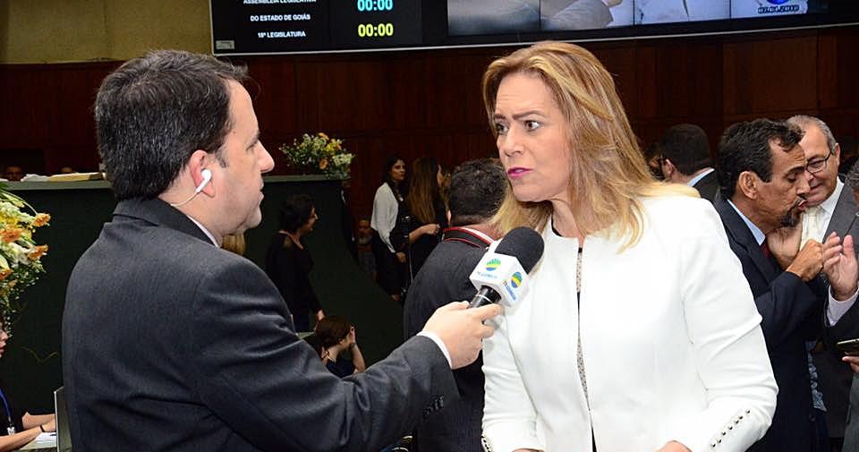 Leda Borges propõe PEC que impacta nas finanças dos municípios e gera igualdade com o estado