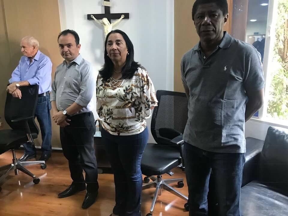 Em reunião na Saneago, prefeitos  de Valparaíso e Novo Gama buscam o início das obras de construção da ETE que vai atender o Complexo Anhanguera