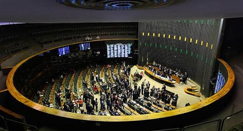 Após ameaça de veto do presidente, congresso recua e acordam um fundo eleitoral de R$ 2 bilhões