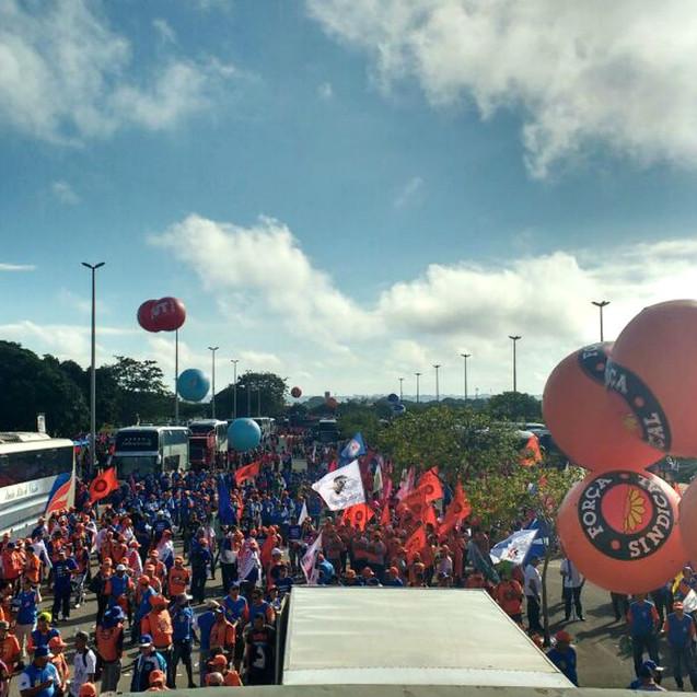 Balões e uniformes distribuídos