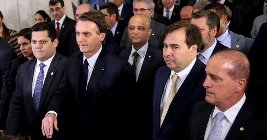"""Crítico do """"toma lá, dá cá"""", Bolsonaro bate recorde de liberação de emendas parlamentares"""