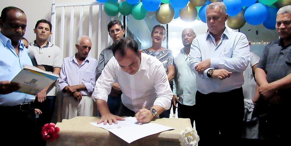 Prefeito Pábio Mossoró assina ordem de serviço para construção de 1ª quadra poliesportiva pública no bairro Esplanada I