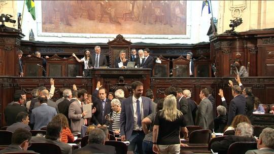 Deputados do Rio decidem soltar colegas presos