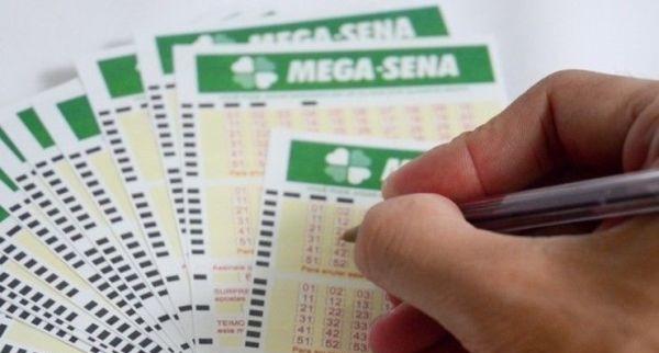 Mega-Sena acumula novamente e pode pagar R$ 33 milhões na quarta-feira