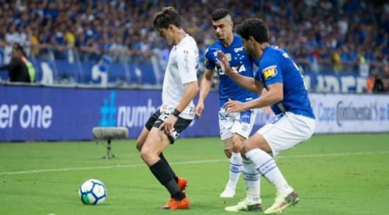 Com Thiago Neves inspirado, Cruzeiro sai na frente do Corinthians na final da Copa do Brasil