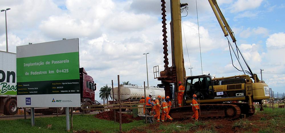 Valparaíso - Avançam as obras de instalação da passarela em frente à Cidade Jardins