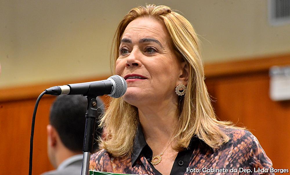 Lêda Borges vota a favor da PEC que institui a reeleição para presidente da Alego e Caiadistas se desesperam com mais uma derrota