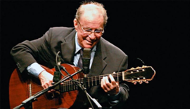 Morre aos 88 anos o cantor e compositor João Gilberto, pai da Bossa Nova