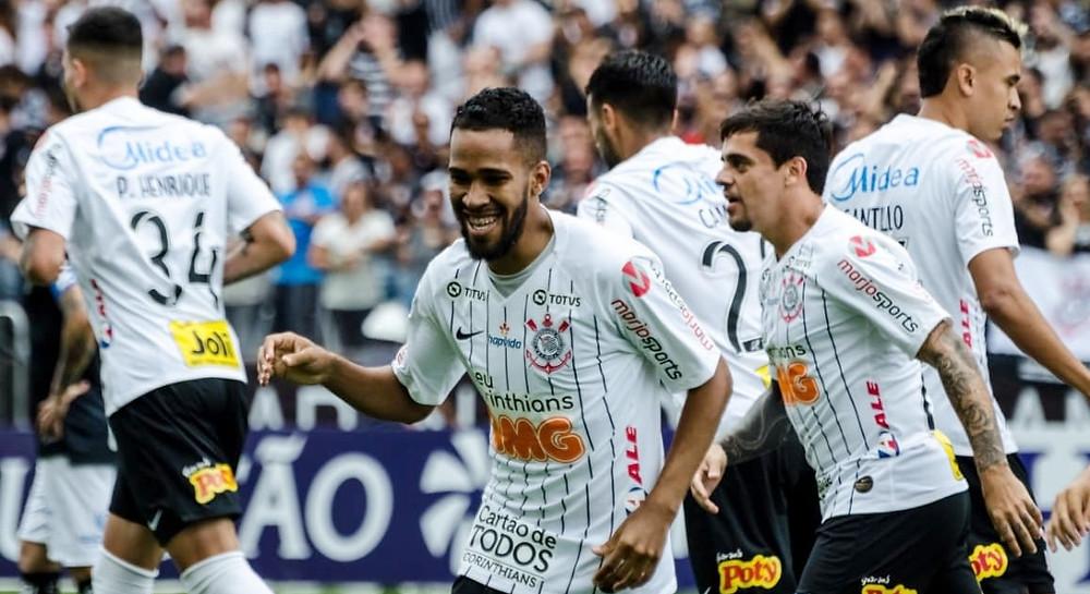 Corinthians é superior do início ao fim e vence o primeiro clássico do ano contra o Santos