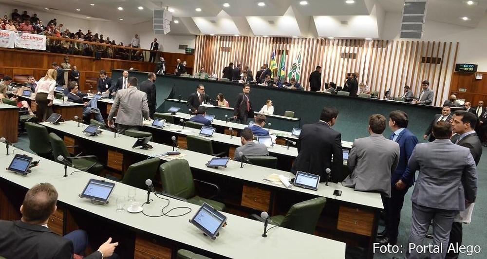 Deputados Caidadistas erram e se veem obrigados a retirar de pauta a PEC que reduzia os recursos da educação básica em Goiás