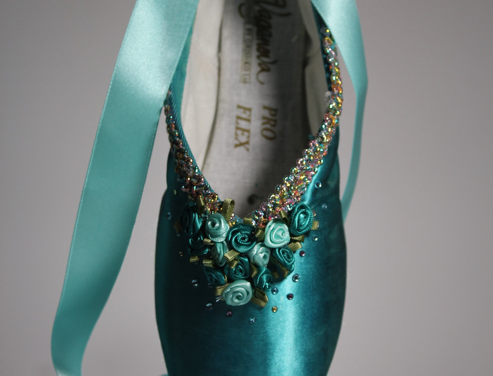 TURQUOISE DECORATIVE POINTE SHOE