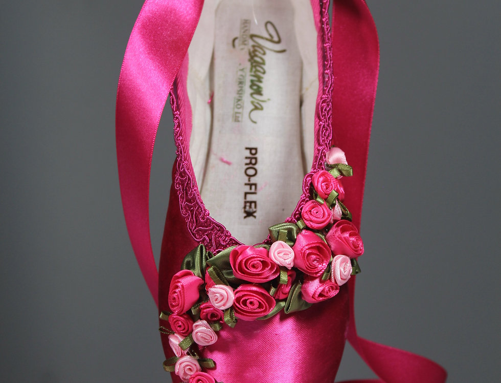 HOT PINK DECORATIVE POINTE SHOE