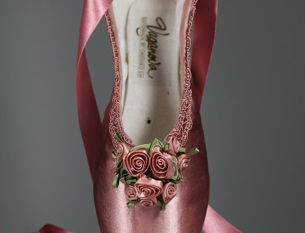 ROSE PINK DECORATIVE POINTE SHOE
