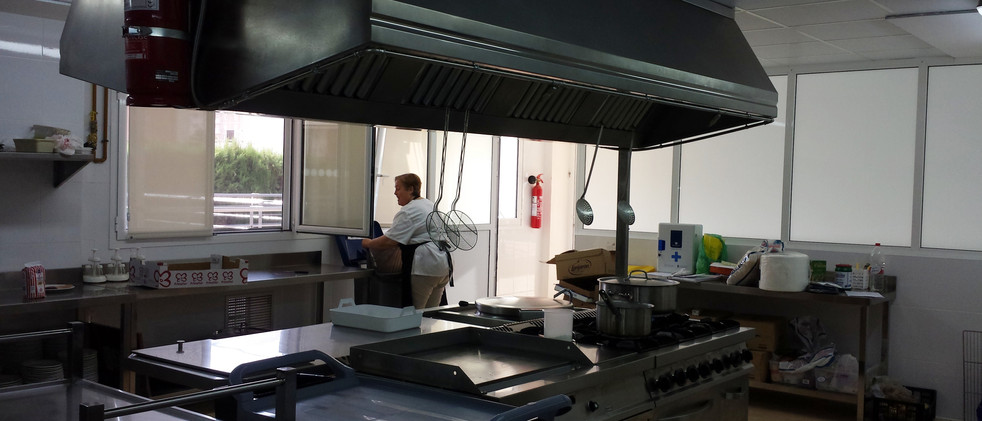 Equipamiento cocina, lavandería en residencia discapacitados