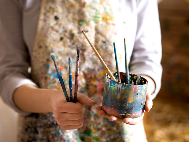 Artist%20with%20Paintbrushes_edited.jpg