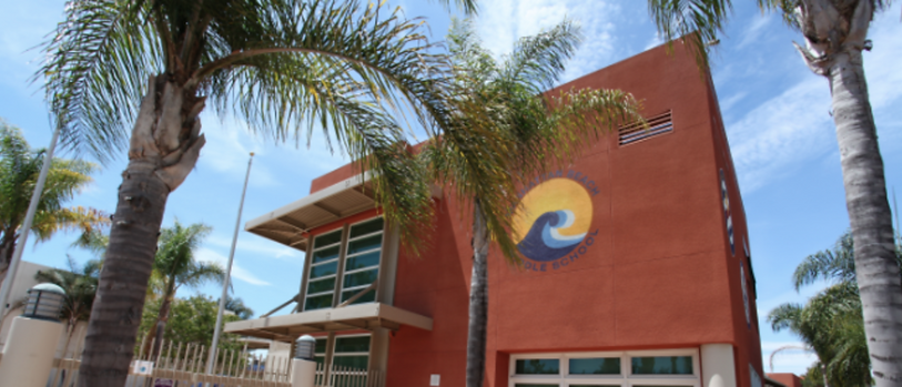 Manhattan Beach Middle School.png