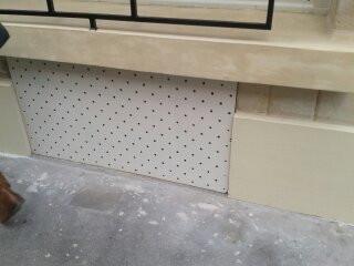 Pose de grilles d'aération en façade