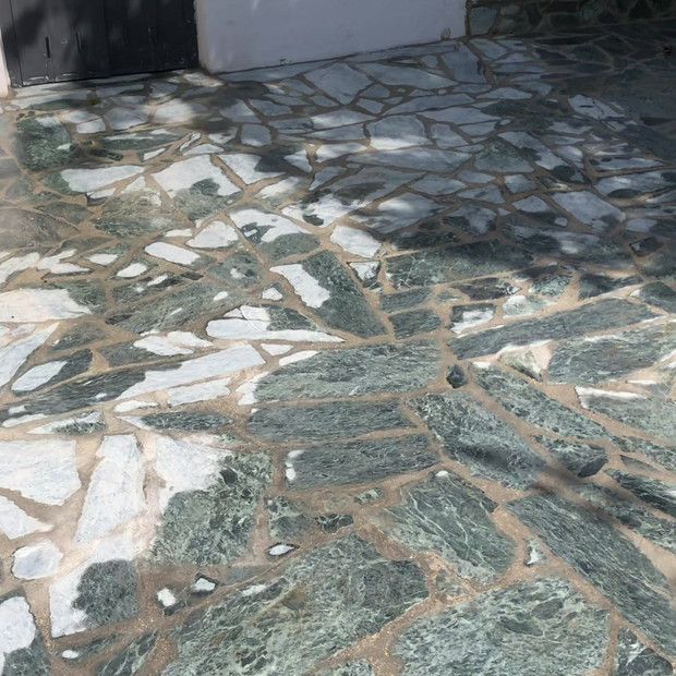 Terrasse en pierres portugaises