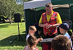 Children's close up magic, magic shows plymouth entertainer devon cornwall